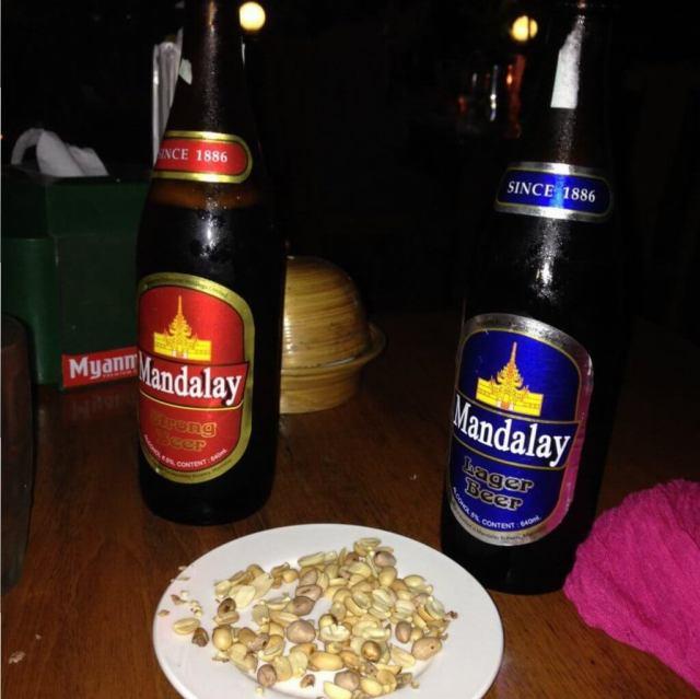 Cervezas en Myanmar.