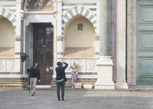Iglesia de Santa Croce, Florencia. Asistiendo a un book fotográfico