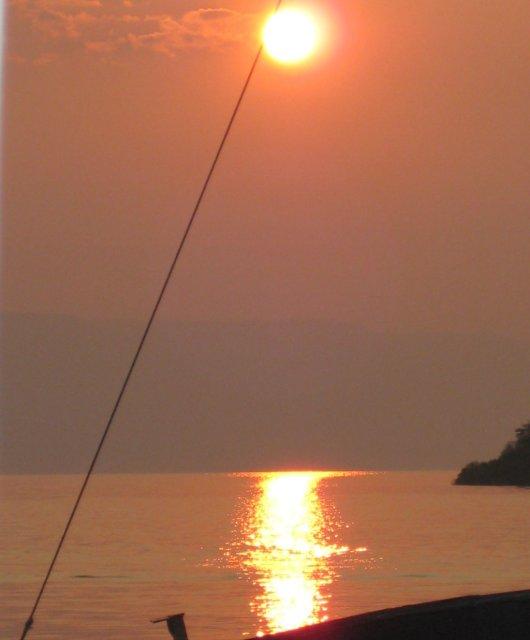 Puesta de sol en el lago Tanganica,