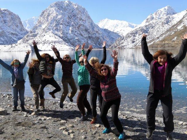 Lago Islanderkul en Tayikistan