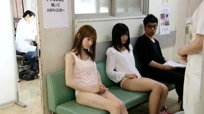 病院で下半身だけ裸2