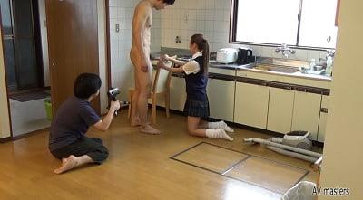 CFNMで部屋掃除2