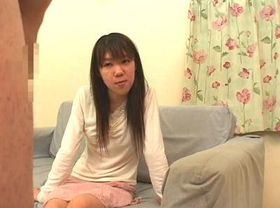 座っている女性の前で仁王立ちチンポ露出2