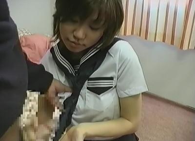 CFNMセーラー服女子の手コキ3