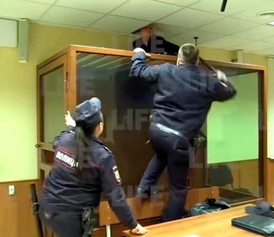 Подозреваемый пытался скрыться через вентиляцию. Скриншот: Life Новости