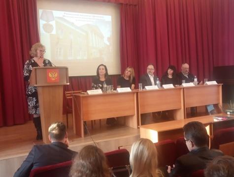 Ученых депортируют за выступление перед студентами. Фото: vidsboku.com