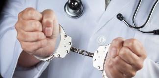врач наручники
