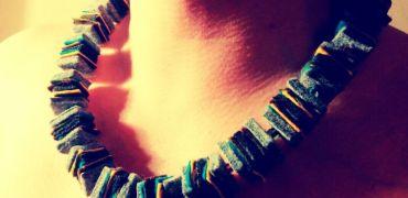 naszyjnik na szyi