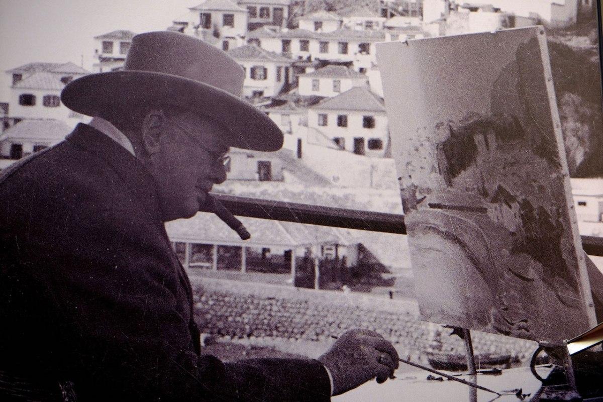 Churchill podczas malowania w Camara dos Lobos