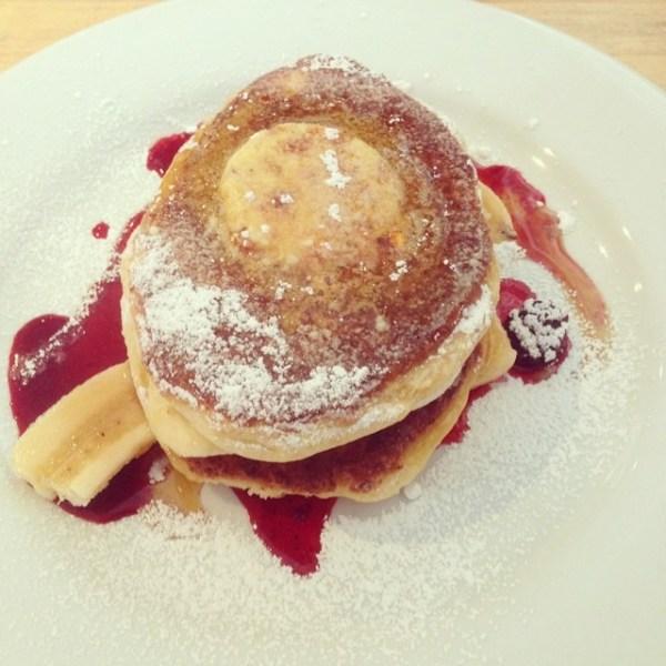 Ricotta hotcakes with banana, boysenberry & honeycomb butter @gfb_bakery