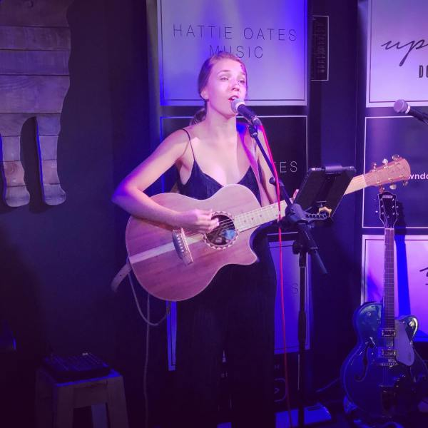 Hattie Oates @hattie_oates_music at The Welder's Dog Tamworth 🐕 @theweldersdog_tamworth
