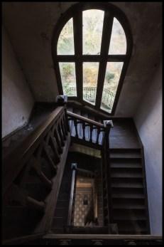 Escalier avec vue sur le jardin
