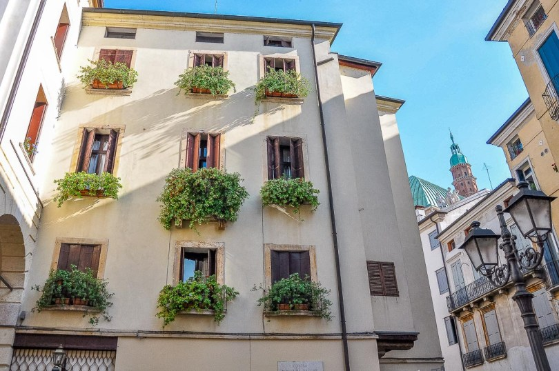 A small balcony garden idea - Vicenza, Italy - rossiwrites.com