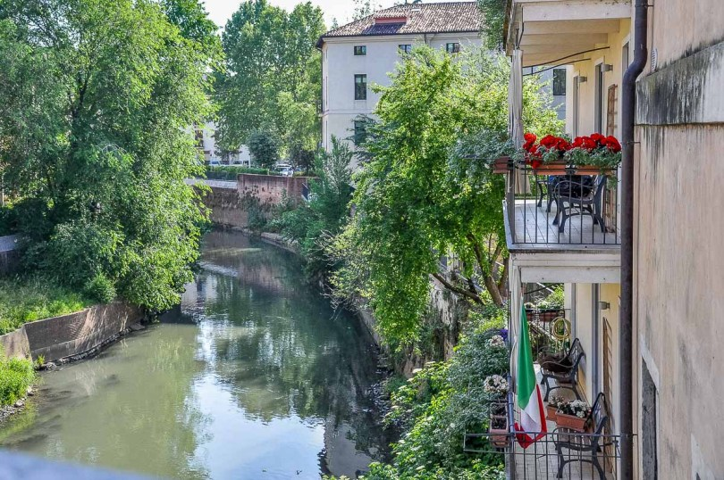 Gardens in small balconies with benches - Vicenza, Italy - rossiwrites.com