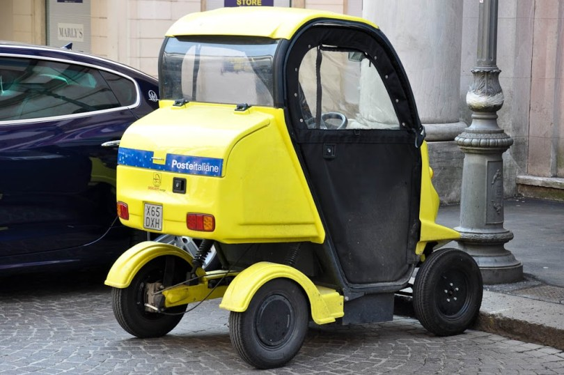 Post delivering tricycle, Italian Poste, Vicenza, Veneto, Italy - www.rossiwrites.com