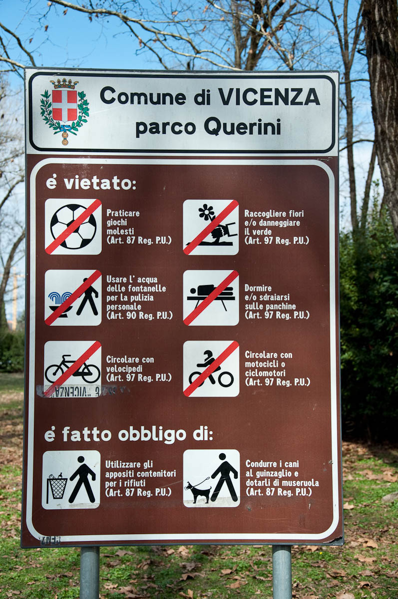 Warning sign, Parco Querini, Vicenza, Veneto, Italy