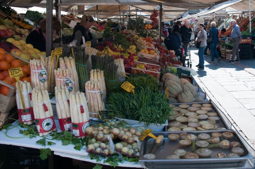 Stall with asparagus and other vegetables, The Marketplace, Piazza delle Erbe, Padua, Italy - www.rossiwrites.com