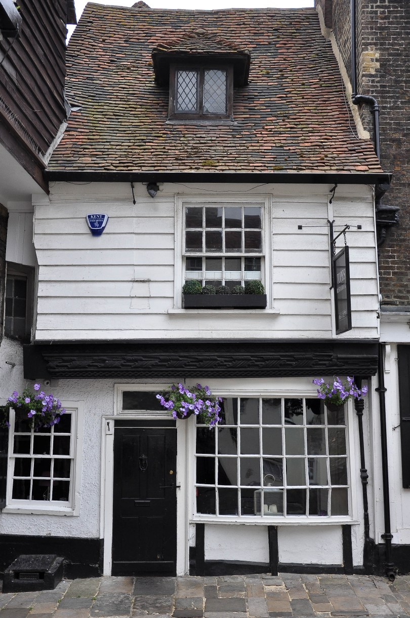 Quirky house, Rochester High Street, Kent, UK - www.rossiwrites.com