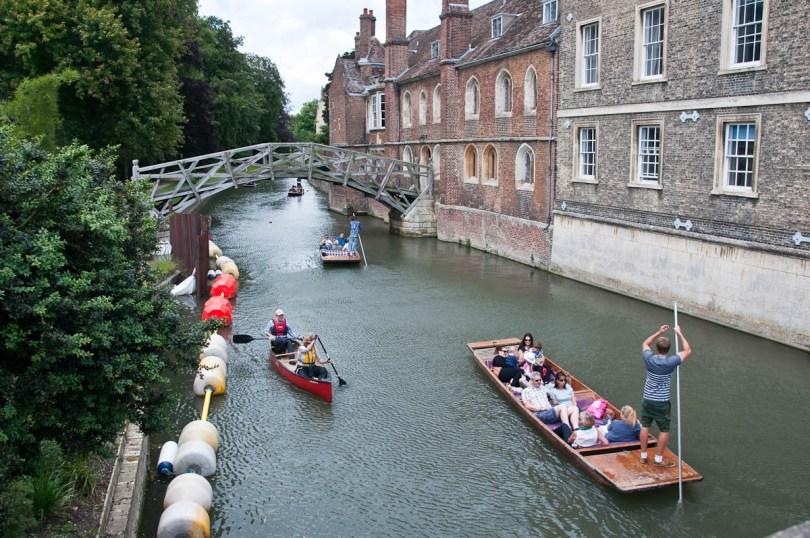 Mathematical bridge, Queen's College, Cambridge, England - www.rossiwrites.com