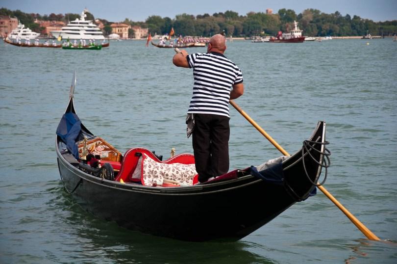A gondolier, Historical Regatta, Venice, Italy - www.rossiwrites.com