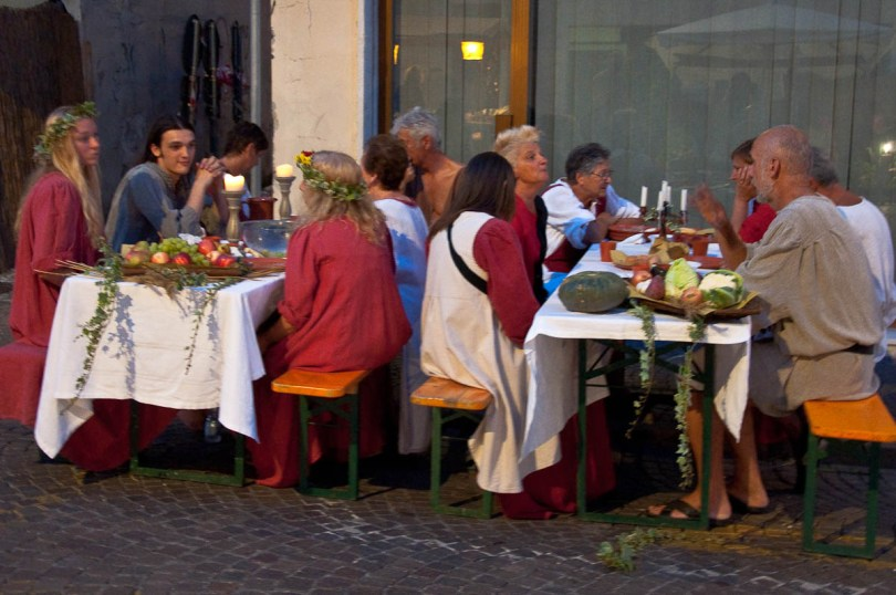 Medieval feast on the street, Medieval Fair, Castelfranco Veneto, Italy - www.rossiwrites.com