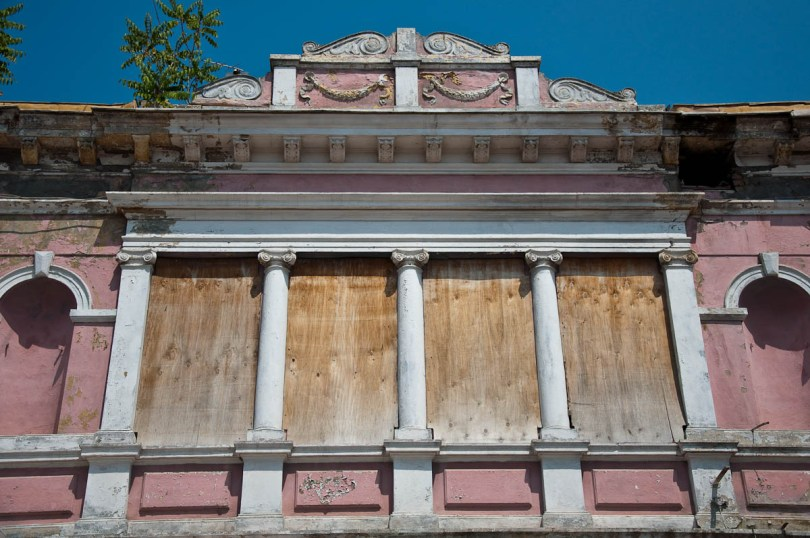 boarded-up-windows-dilapidated-pink-house-varna-bulgaria-www.rossiwrites.com