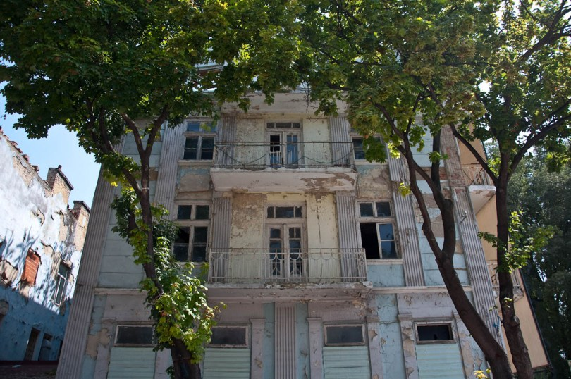 dilapidated-light-blue-house-varna-bulgaria-www.rossiwrites.com