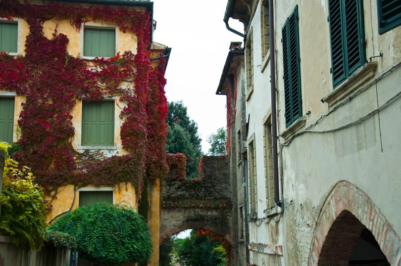 The arched entrance leading into the heart of Asolo, Veneto, Italy - www.rossiwrites.com