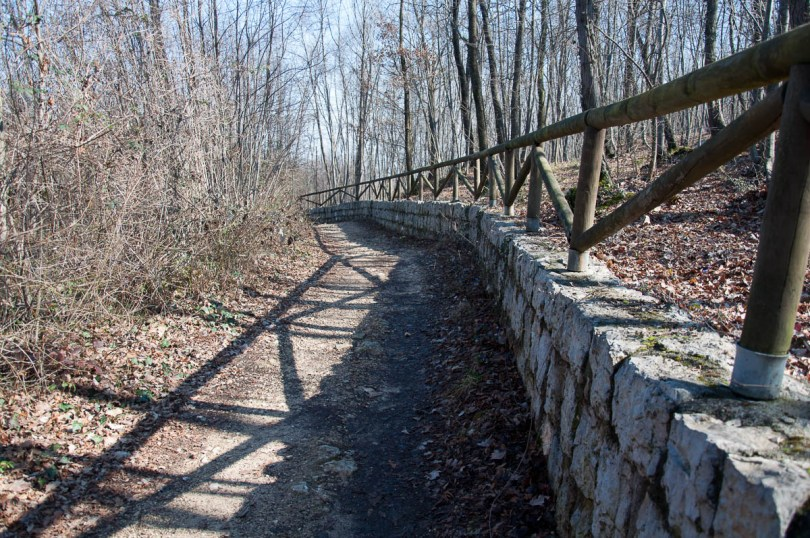 A hiking path - Colli Berici, Vicenza, Italy - www.rossiwrites.com