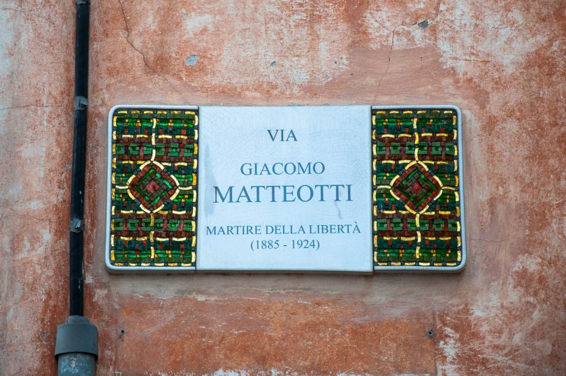 A street sign with mosaics - Ravenna, Italy - www.rossiwrites.com