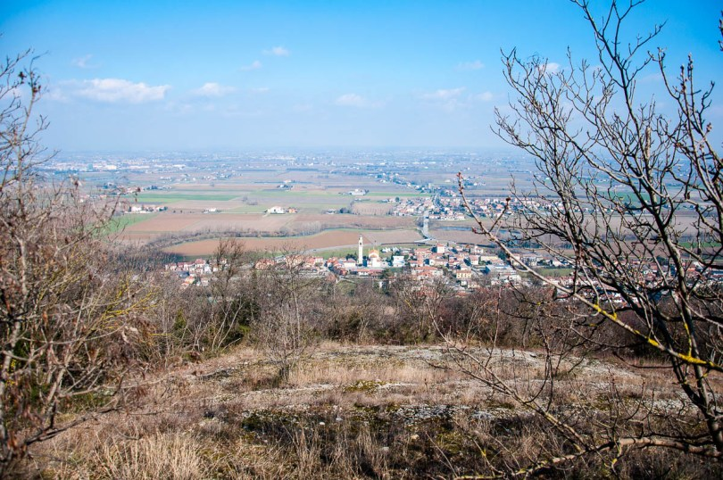 Longare and the Venetian plains seen from above - Colli Berici, Vicenza, Italy - www.rossiwrites.com