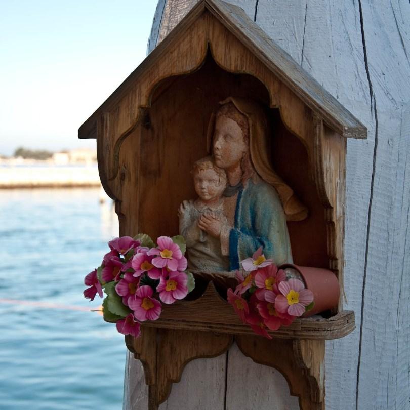 Madonna with a child - Chioggia, Veneto, Italy - www.rossiwrites.com