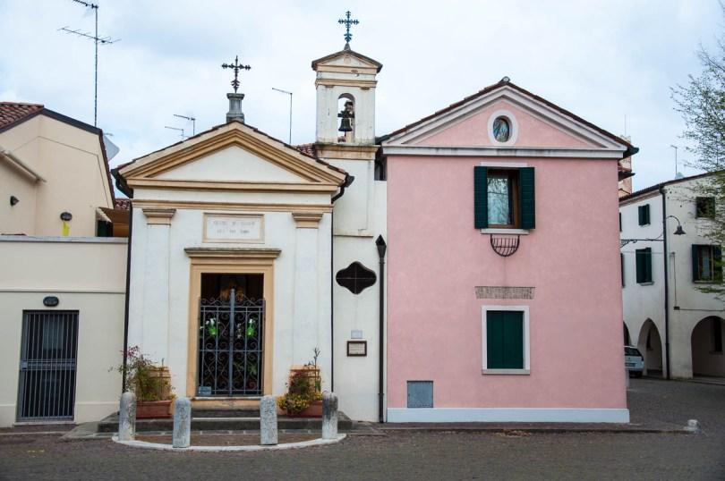 The 19th cenury Chiesetta di Ca Mattal - Noale, Veneto, Italy - www.rossiwrites.com