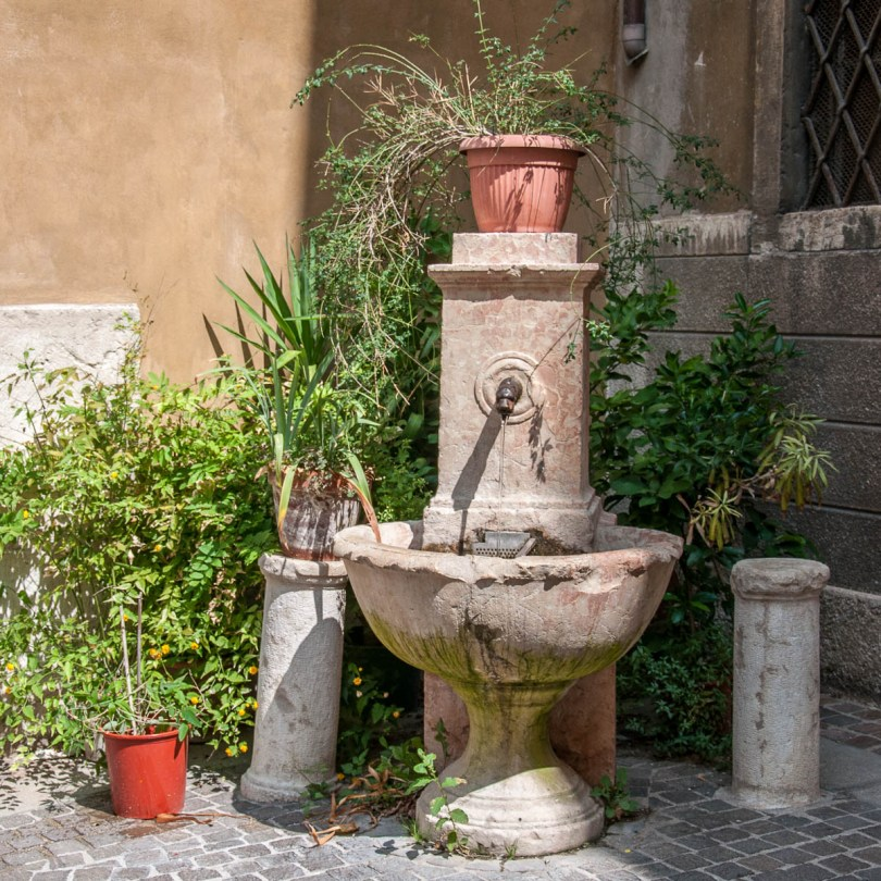 Water fountain - Rovereto, Trentino, Italy - www.rossiwrites.com