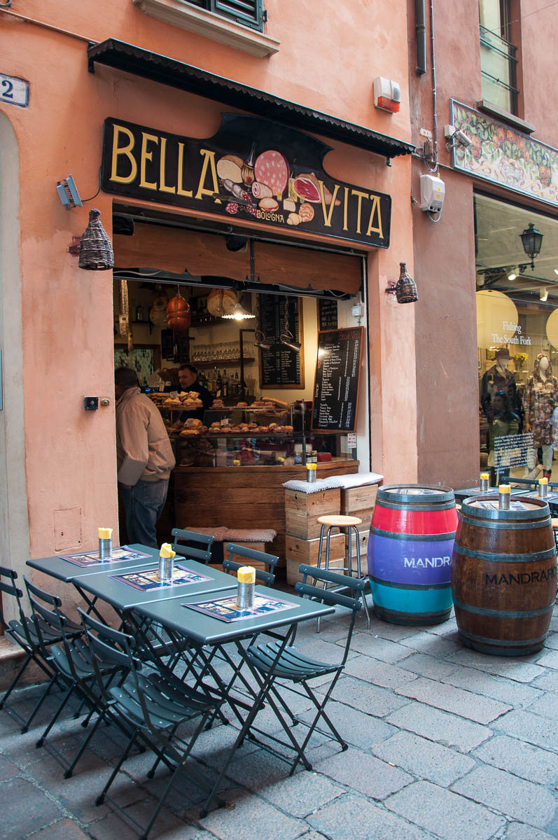 A traditional eaterie - Bologna, Emilia-Romagna, Italy - www.rossiwrites.com