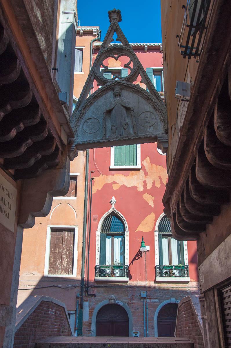 Arco del Paradiso and Ponte del Paradiso - Calle del Paradiso - Castello, Venice, Veneto, Italy - www.rossiwrites.com