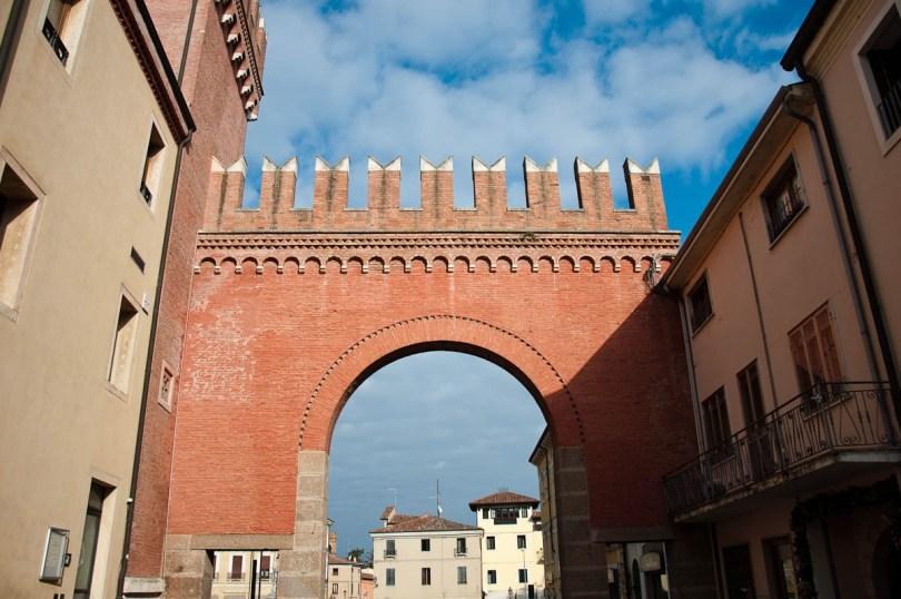 Crenellated gate - Cologna Veneta, Italy - www.rossiwrites.com