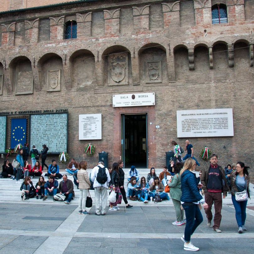 The entrance to Sala Borsa and the covered square - Bologna, Emilia-Romagna, Italy - www.rossiwrites.com