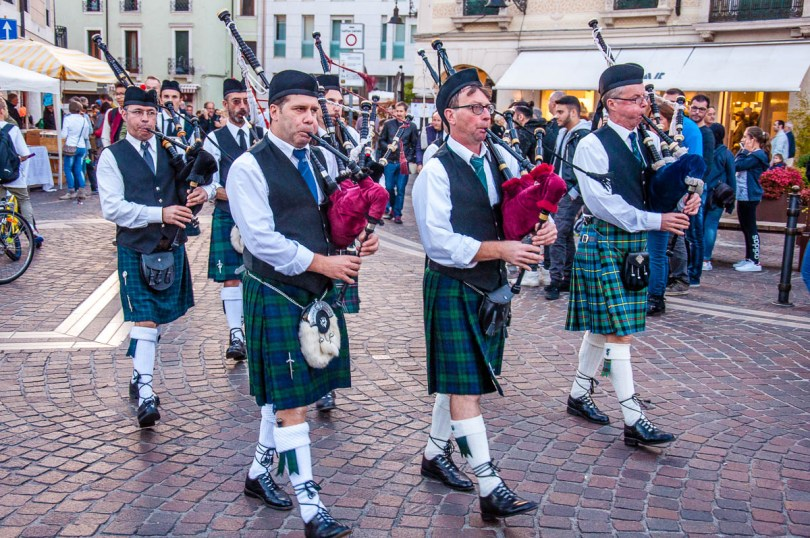 CatEaters Pipe Band - British Day Schio - Veneto, Italy - www.rossiwrites.com
