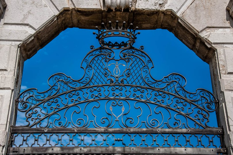 Close-up of the intricate fence - Villa Pisani, Stra, Veneto, Italy - www.rossiwrites.com