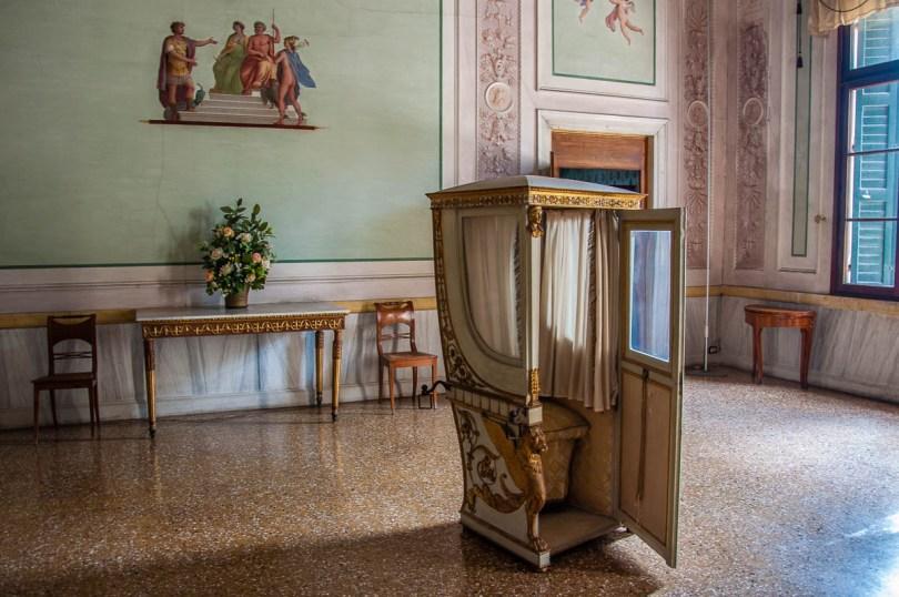 Palanquin - Villa Pisani, Stra, Veneto, Italy - www.rossiwrites.com