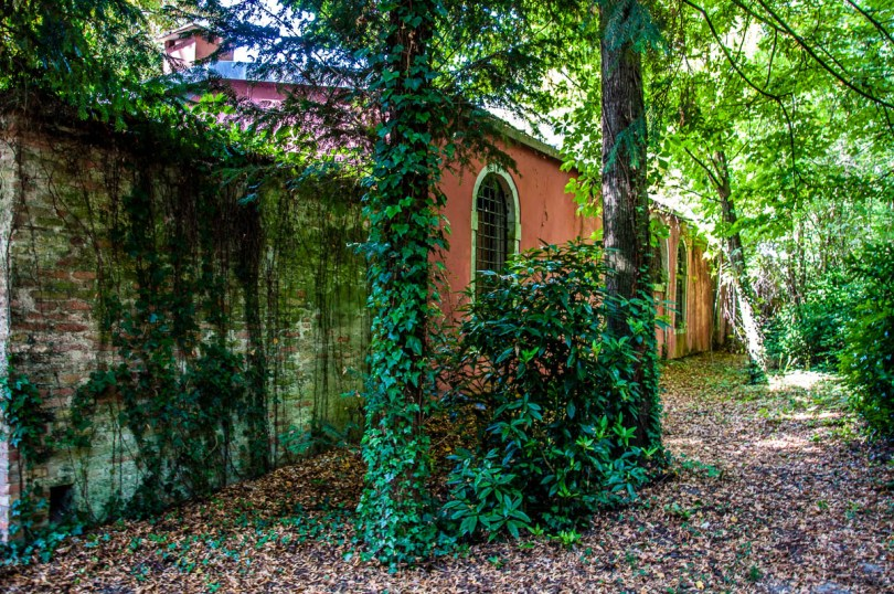 The shed in the English garden - Villa Pisani, Stra, Veneto, Italy - www.rossiwrites.com