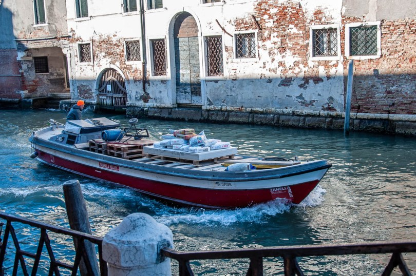 Boat transporting building materials - Venice, Veneto, Italy - www.rossiwrites.com