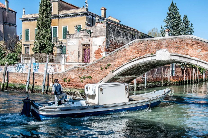 Refrigerating boat - Venice, Italy - www.rossiwrites.com