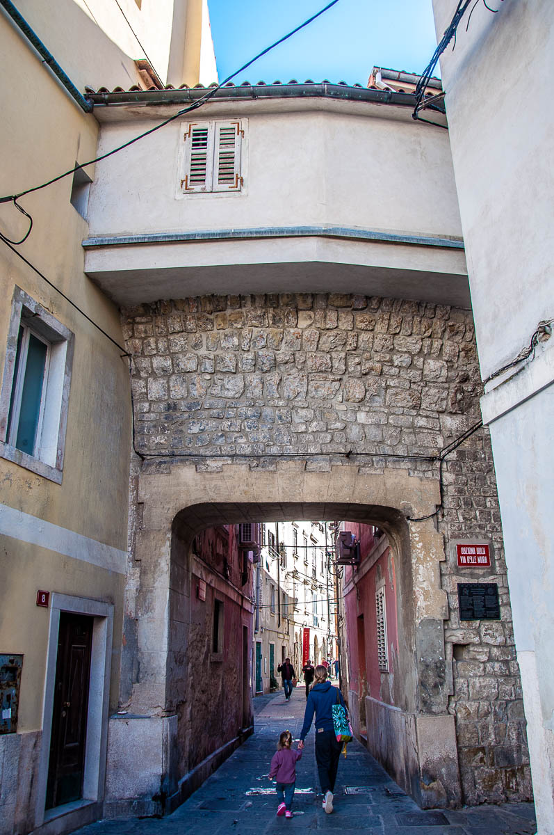 Gate in the defensive walls - Piran, Slovenia - www.rossiwrites.com