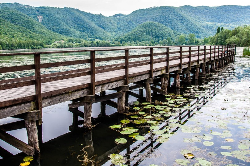 The boardwalk - Lake Fimon, Arcugnano, Vicenza, Veneto, Italy - www.rossiwrites.com