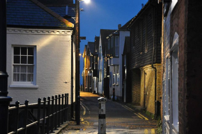 A curving street in Whitstable - Kent, England - www.rossiwrites.com