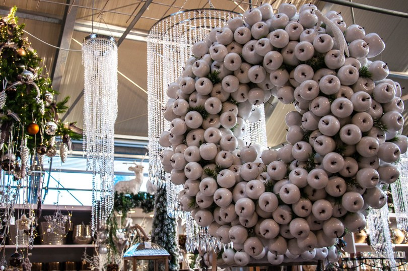 Christmas wreath made of white apples - Vicenza, Italy - www.rossiwrites.com