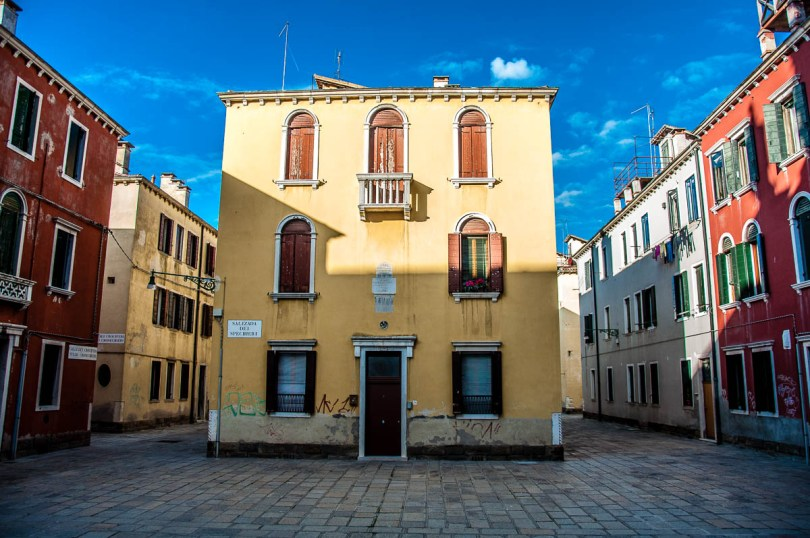 Houses on Salizada dei Spechieri, Cannaregio - Venice, Veneto, Italy - www.rossiwrites.com