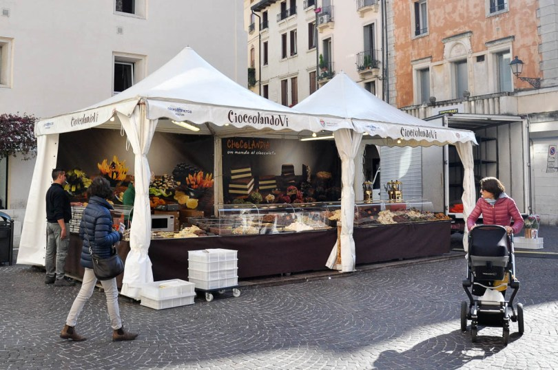 Market stall selling artisan chocolate - Vicenza, Italy - www.rossiwrites.com